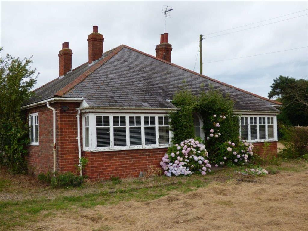 3 Bedrooms Detached Bungalow for sale in Hornsea Road, Great Hatfield, East Yorkshire, HU11
