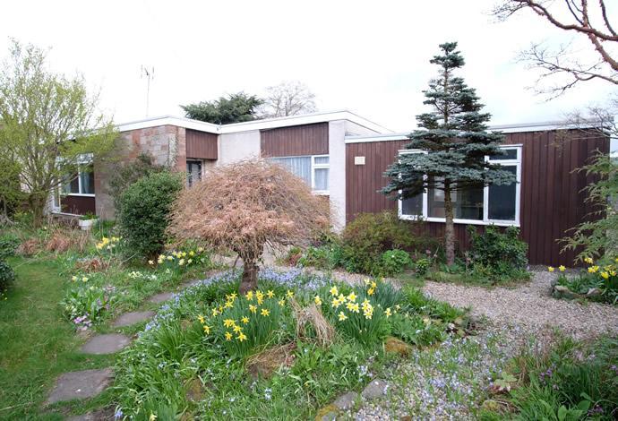 3 Bedrooms Bungalow for sale in 9 Edinburgh Road, Lauder, TD2 6TW