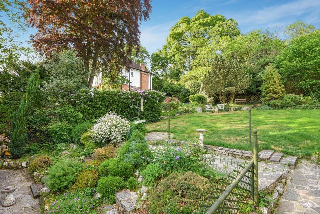 3 Bedrooms Semi Detached House for sale in Hartfield Crescent West Wickham BR4