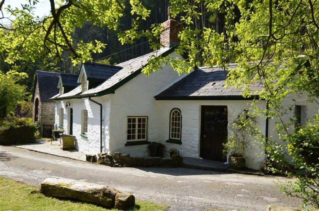 3 Bedrooms Detached House for sale in Glan Yr Afon, Llanrhystud, Aberystwyth, Ceredigion, SY23