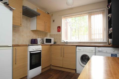 3 bedroom terraced house to rent - St. Johns Close, Woodhouse