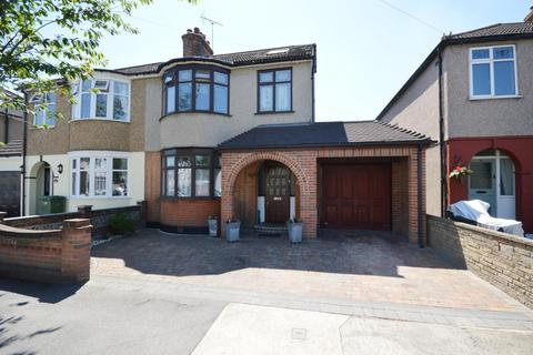 4 bedroom semi-detached house for sale - Glebe Way, Hornchurch, Essex, RM11