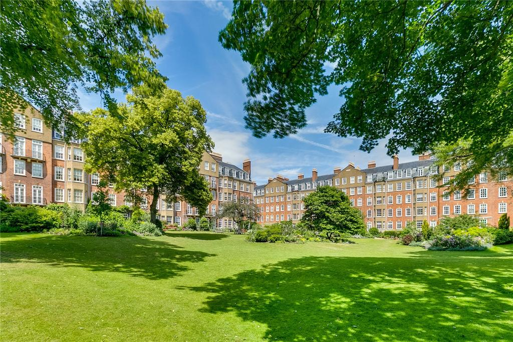 3 Bedrooms Flat for sale in Coleherne Court, Redcliffe Gardens, London