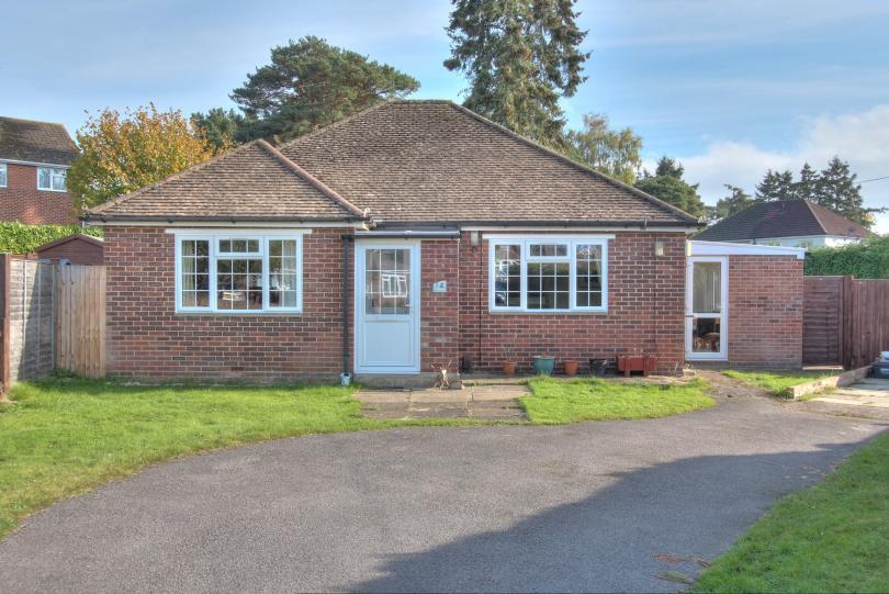 3 Bedrooms Detached Bungalow for sale in Carne Close, Chandlers Ford
