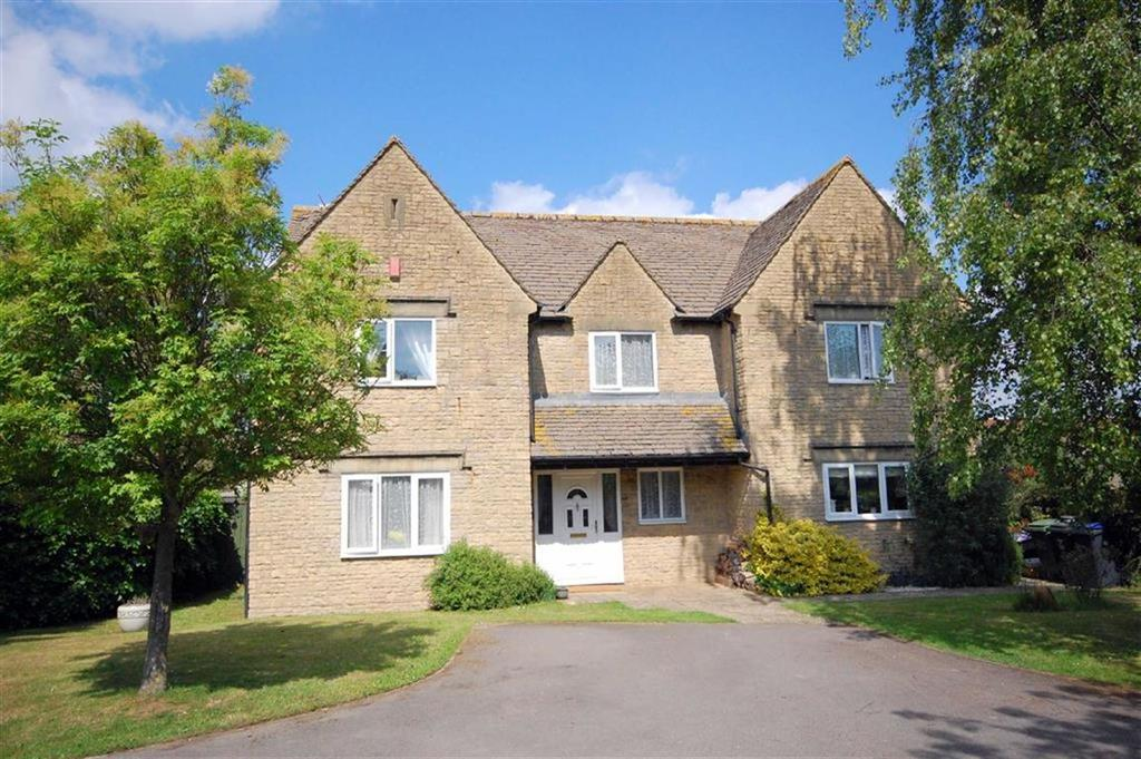 5 Bedrooms Detached House for sale in 3, Ivy Court, Hullavington, Chippenham