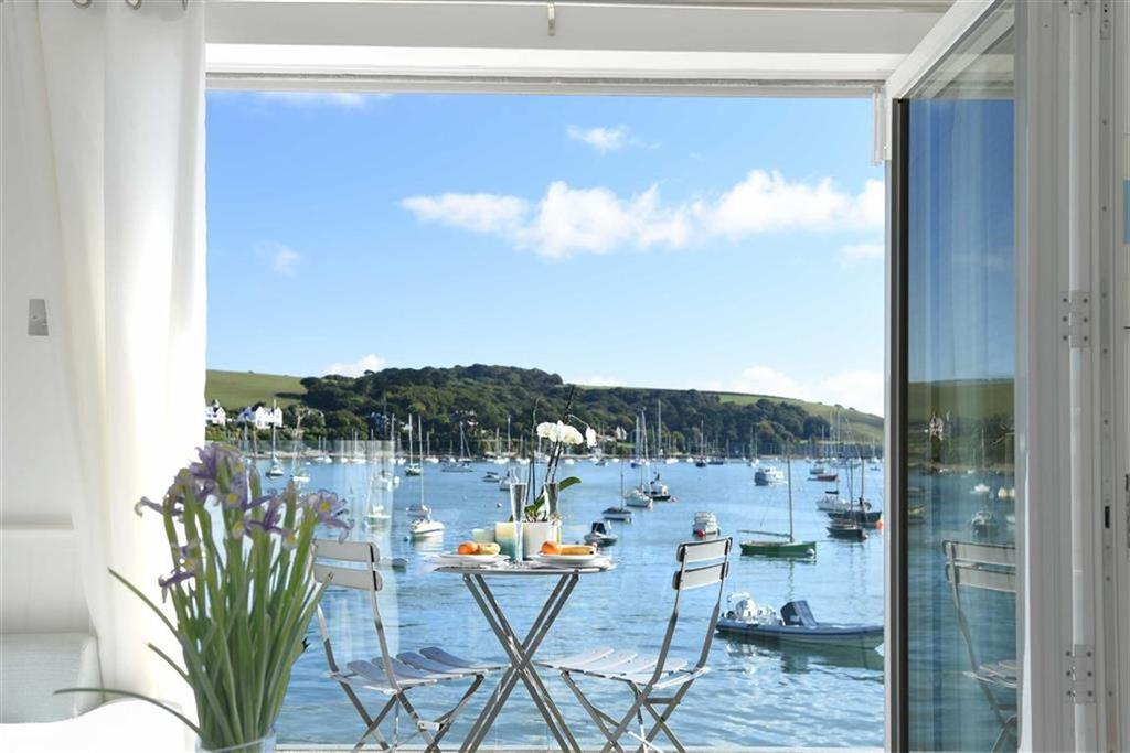 3 Bedrooms Semi Detached House for sale in Seaview Cottages, Falmouth, Cornwall, TR11