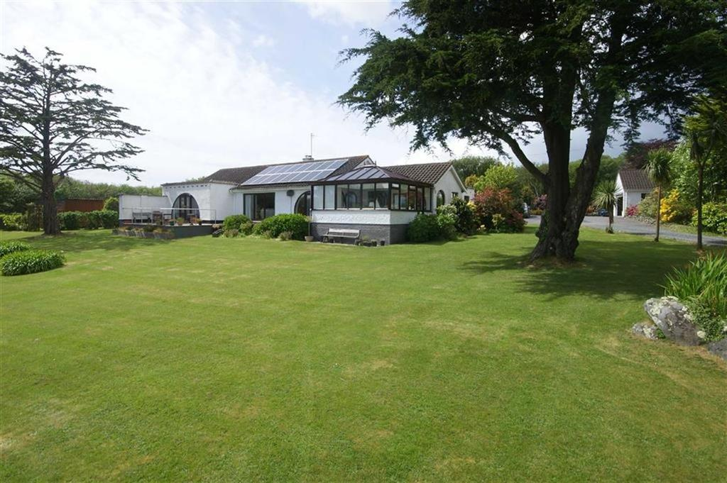 5 Bedrooms Bungalow for sale in North Corner, Coverack, Helston, Cornwall, TR12