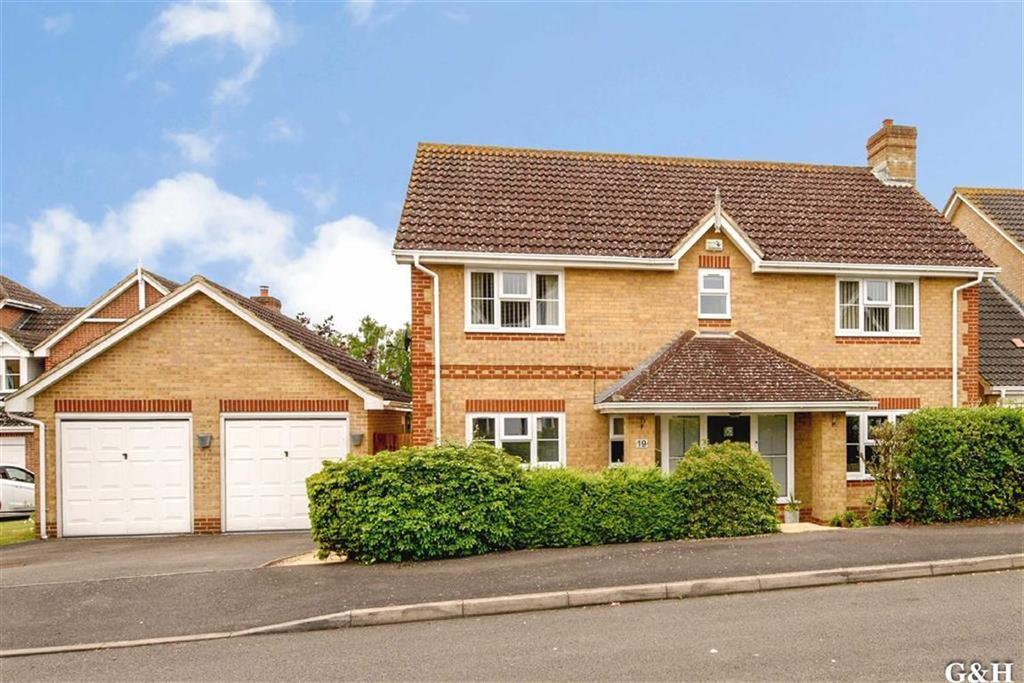 4 Bedrooms Detached House for sale in Robert Brundett Close, Kennington, Ashford