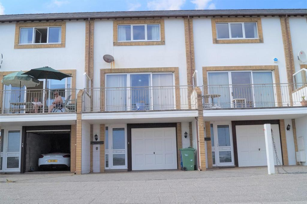 4 Bedrooms Terraced House for sale in Victoria Parade, Pwllheli