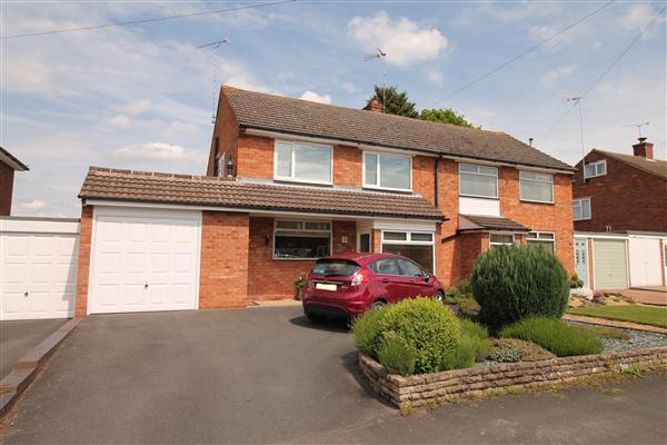 3 Bedrooms Semi Detached House for sale in Throckmorton Road, Alcester