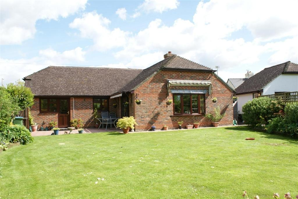3 Bedrooms Detached Bungalow for sale in Church Lane, Barnham