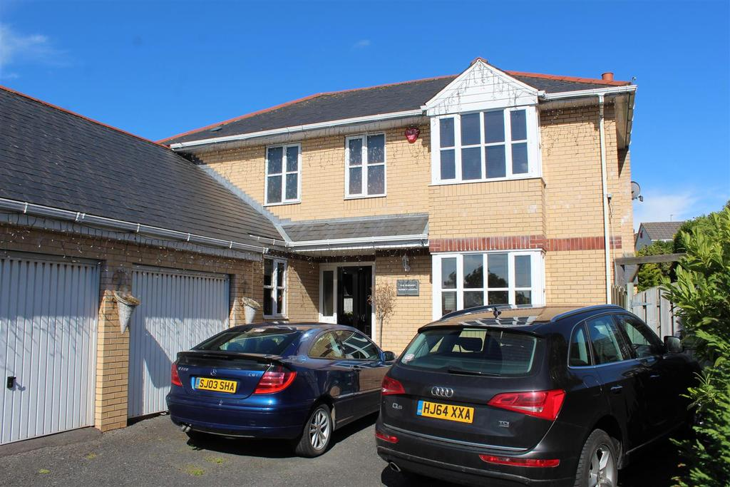 4 Bedrooms Detached House for sale in Sunset Heights, Barnstaple