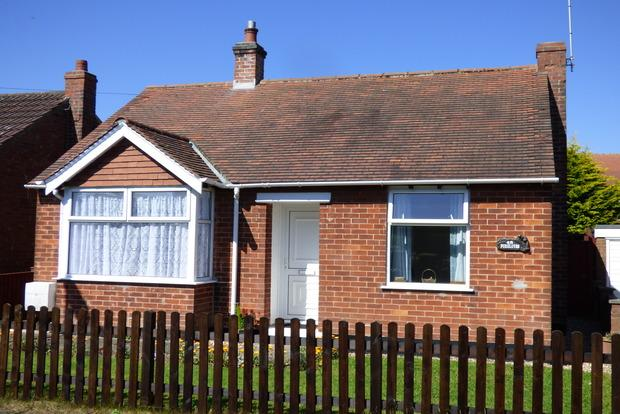 2 Bedrooms Bungalow for sale in Mayfield Grove, Skegness, PE25