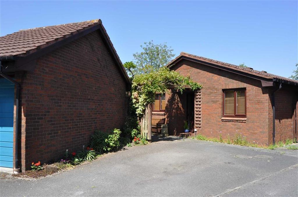 3 Bedrooms Detached Bungalow for sale in Whites Meadow, Great Boughton, Chester, Chester