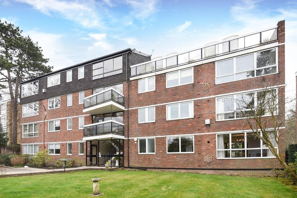 2 Bedrooms Flat for sale in Court Downs Road, Beckenham, BR3