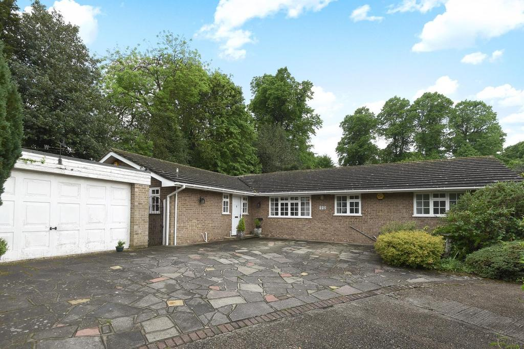 4 Bedrooms Bungalow for sale in West Common Road, Hayes, BR2