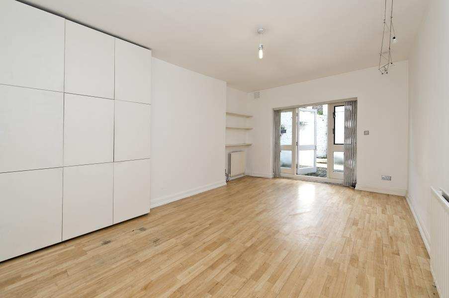 2 Bedrooms Flat for sale in St. Marks Road, North Kensington W10