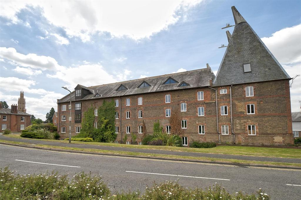 2 Bedrooms Apartment Flat for sale in Carpenters Lane, Hadlow