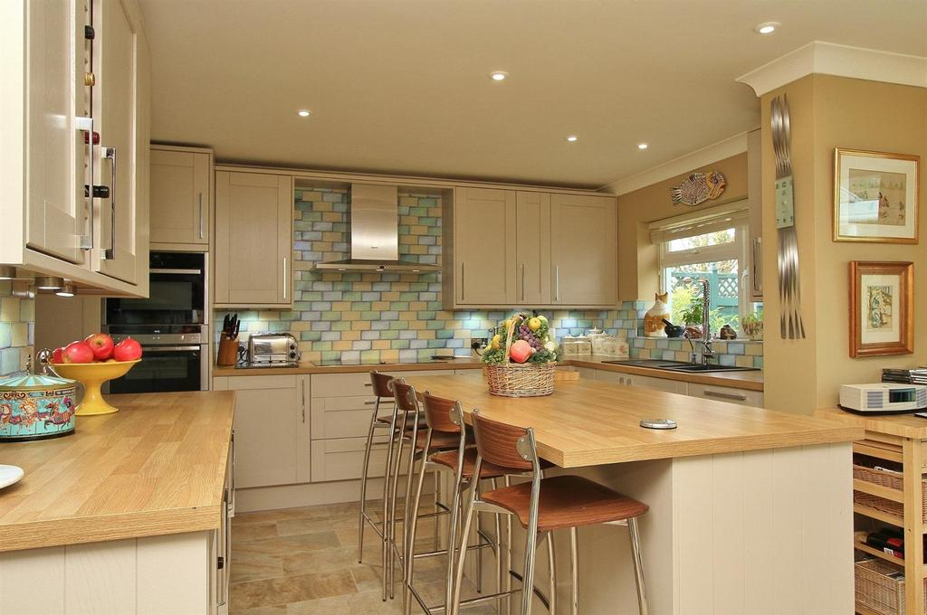 3 Bedrooms Detached Bungalow for sale in Maple Close