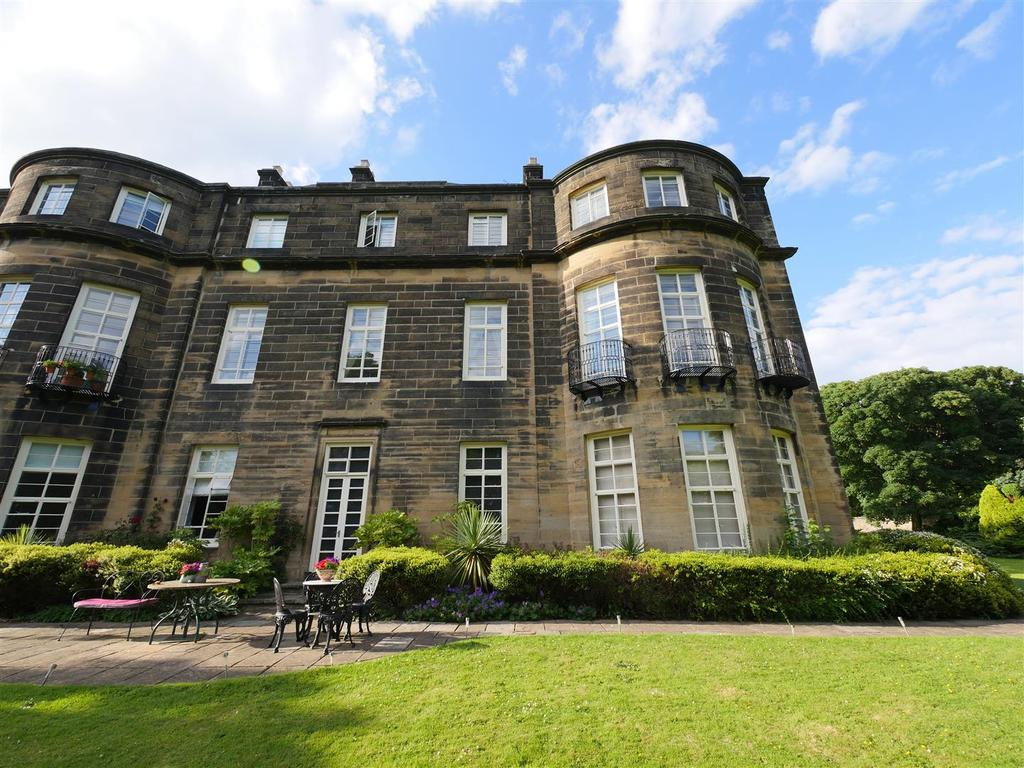 2 Bedrooms Apartment Flat for sale in The Close, Church Lane, Whitburn Village