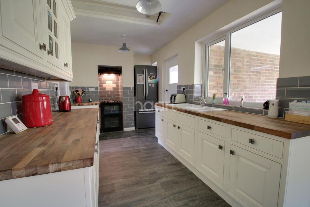 3 Bedrooms Bungalow for sale in Leverington Road, Wisbech