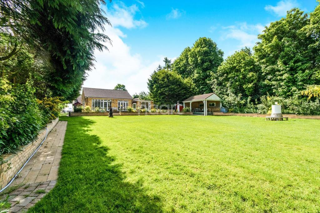 6 Bedrooms Bungalow for sale in Wragby Road, Sudbrooke, LN2