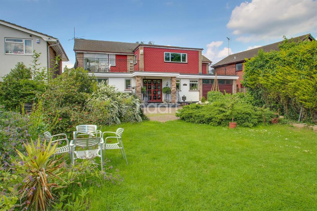 5 Bedrooms Detached House for sale in Hart Road, Thundersley