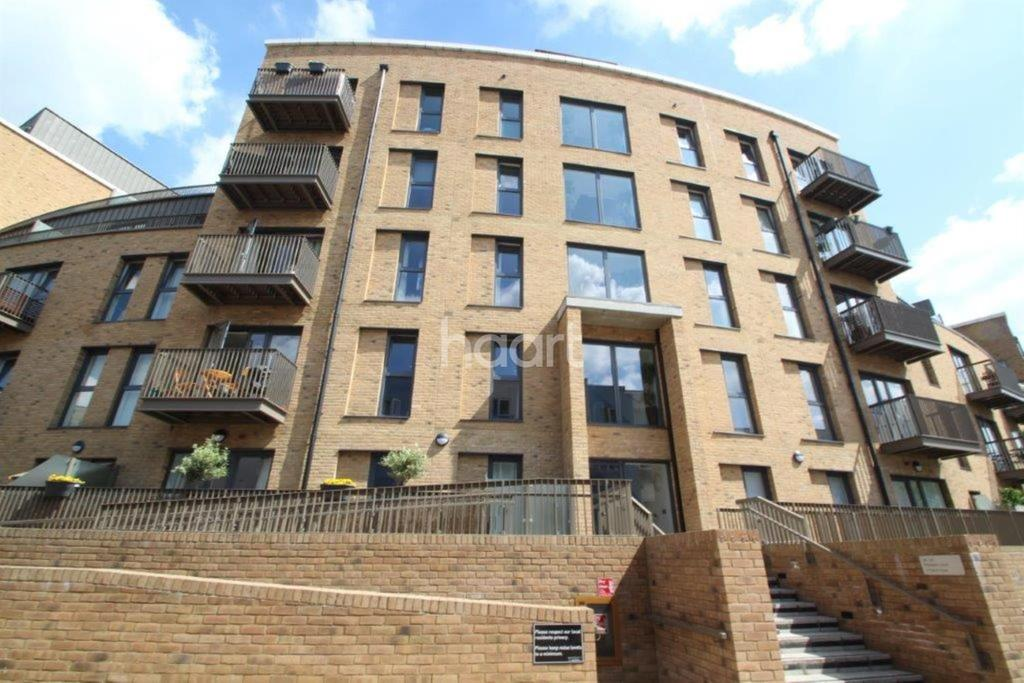 2 Bedrooms Flat for sale in Palladian Court, Cabot Close, Croydon, CR0