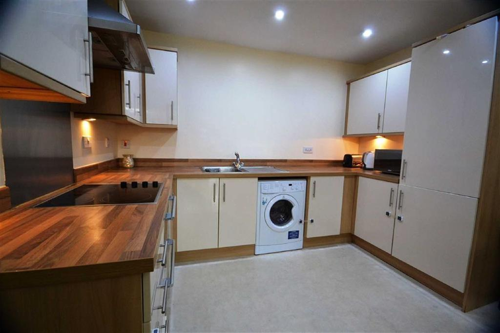 2 Bedrooms Flat for sale in Foster House, Borehamwood
