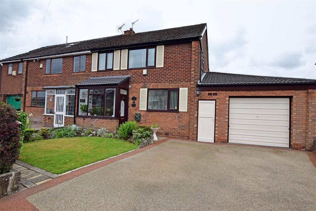 3 Bedrooms Semi Detached House for sale in Boardman Fold Road, Alkrington