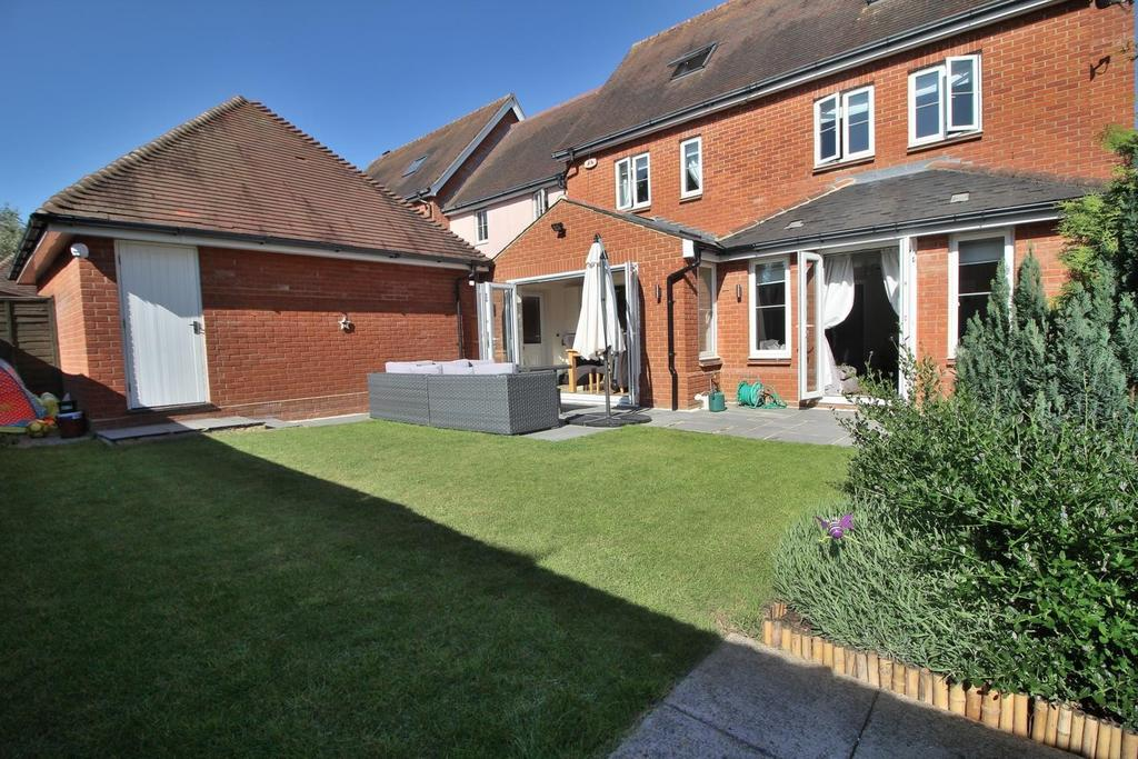 4 Bedrooms Link Detached House for sale in Windley Tye, Chelmsford, Essex, CM1