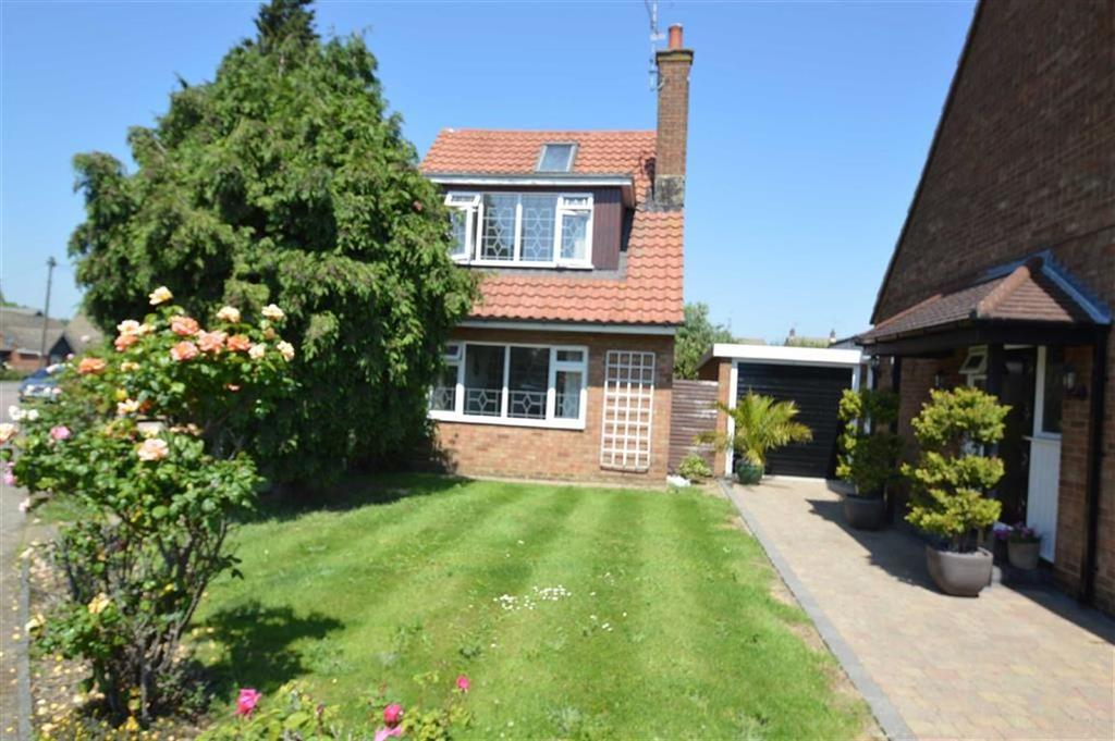 3 Bedrooms Detached House for sale in Banyard Way, Rochford, Essex