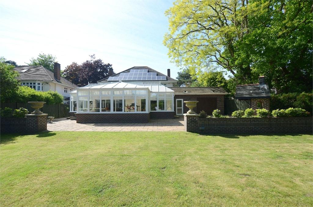 4 Bedrooms Detached House for sale in Glenferness Avenue, Talbot Woods, Bournemouth