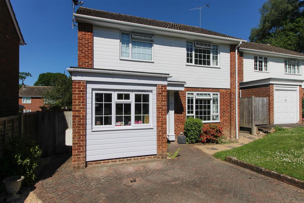 4 Bedrooms Detached House for sale in Kiln Lane, Lindfield