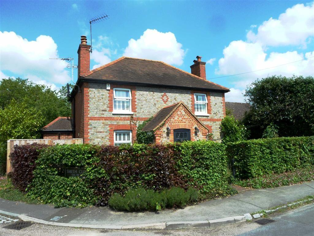 4 Bedrooms Detached House for sale in Baskerville Road, Sonning Common, Sonning Common Reading