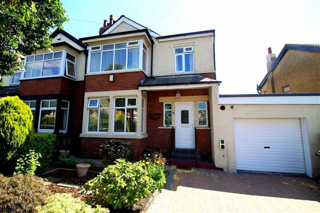 3 Bedrooms Semi Detached House for sale in Temple Lane, Leeds