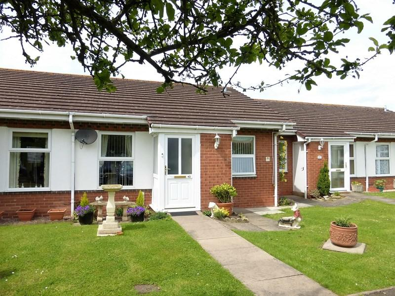 2 Bedrooms Retirement Property for sale in Burford Gardens, Evesham