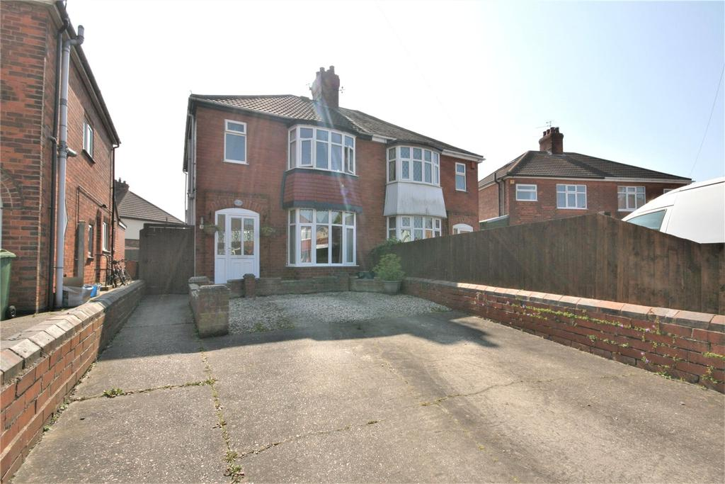 3 Bedrooms Semi Detached House for sale in Parris Place, Cleethorpes, DN35