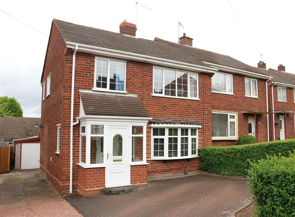 3 Bedrooms Semi Detached House for sale in Cornwall Road, Stourbridge