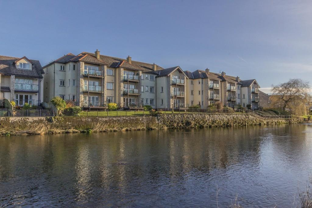 2 Bedrooms Apartment Flat for sale in 17 Riverdale Court, Kendal