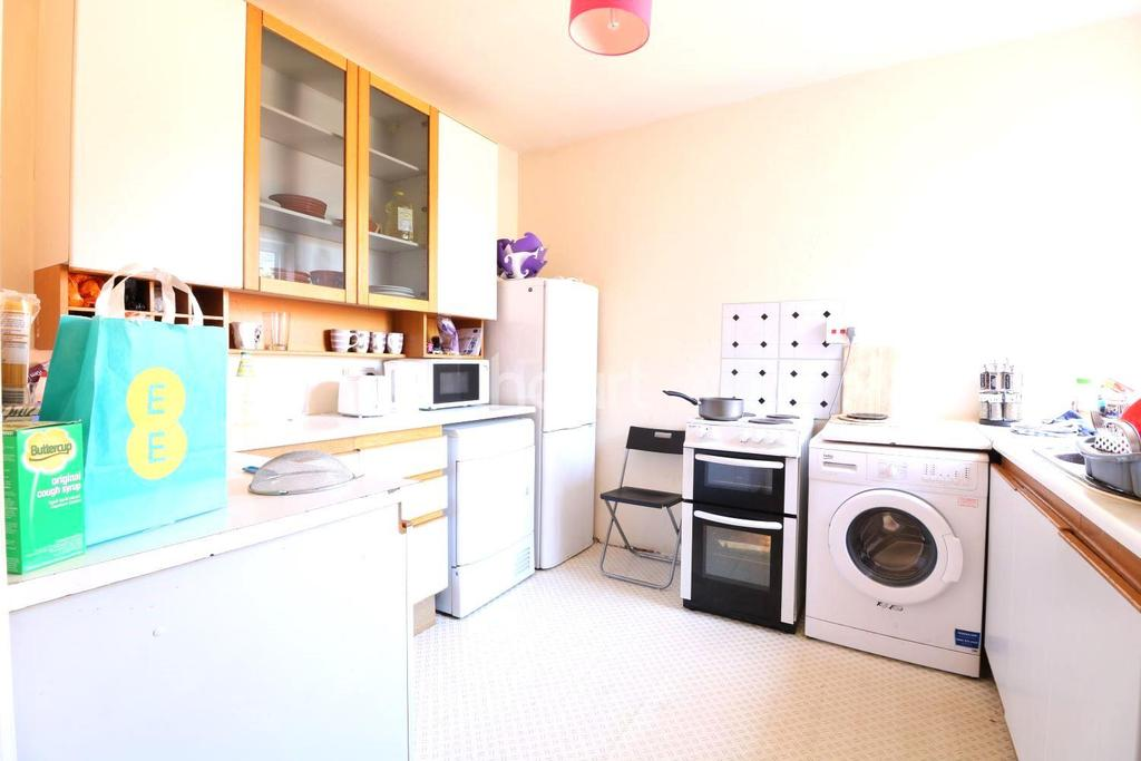 3 Bedrooms Flat for sale in Old Church Road