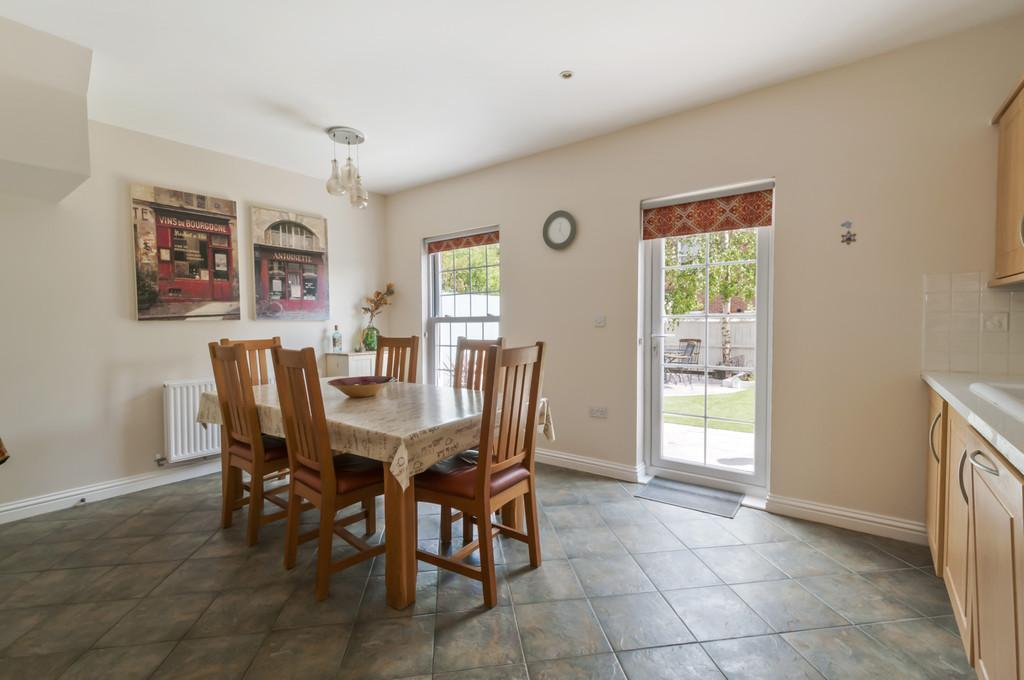 4 Bedrooms Terraced House for sale in Marigold Way, Maidstone