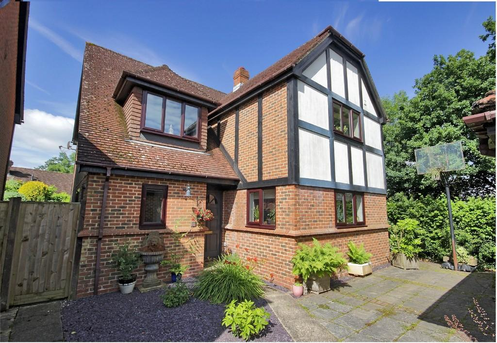 4 Bedrooms Detached House for sale in Court Meadow Close, Rotherfield