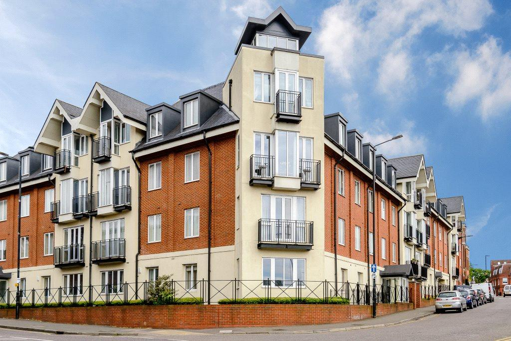2 Bedrooms Penthouse Flat for sale in Benedictine Place, 1 Marlborough Road, St. Albans, Hertfordshire