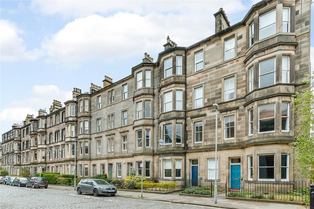 2 Bedrooms Flat for sale in Perth Street, Edinburgh