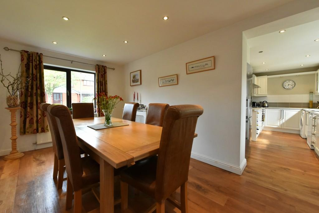 4 Bedrooms Detached House for sale in Pine Grove, Ormskirk