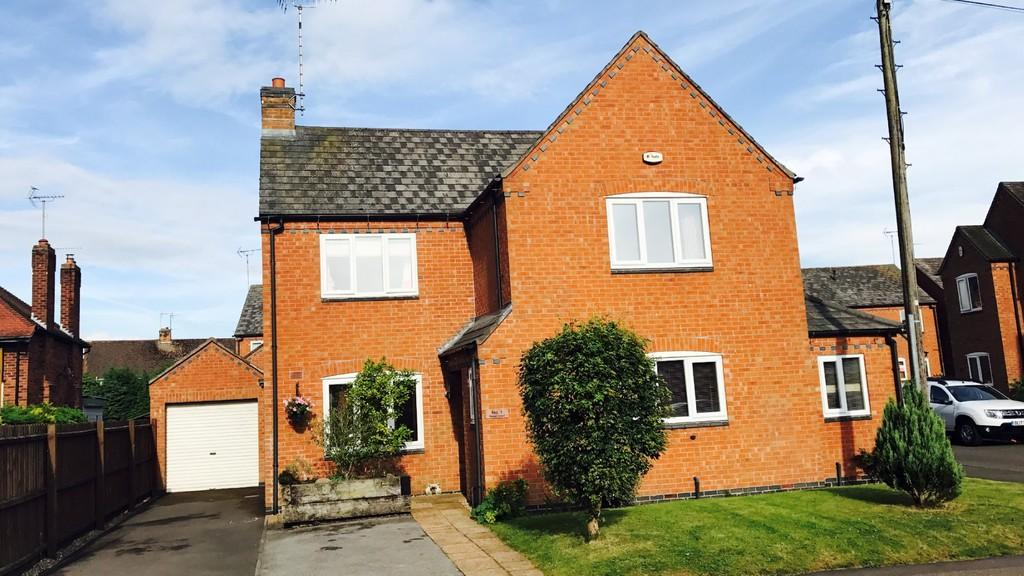 5 Bedrooms Detached House for sale in Rowan Court, Rocester