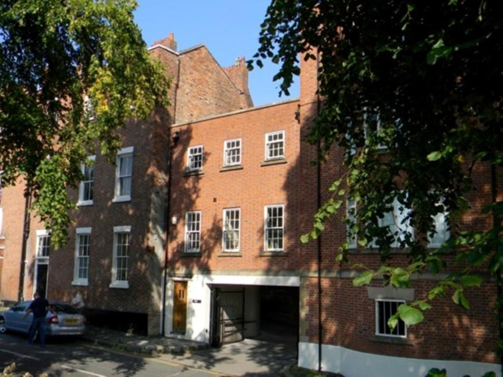 2 Bedrooms Terraced House for sale in City Walls, Chester