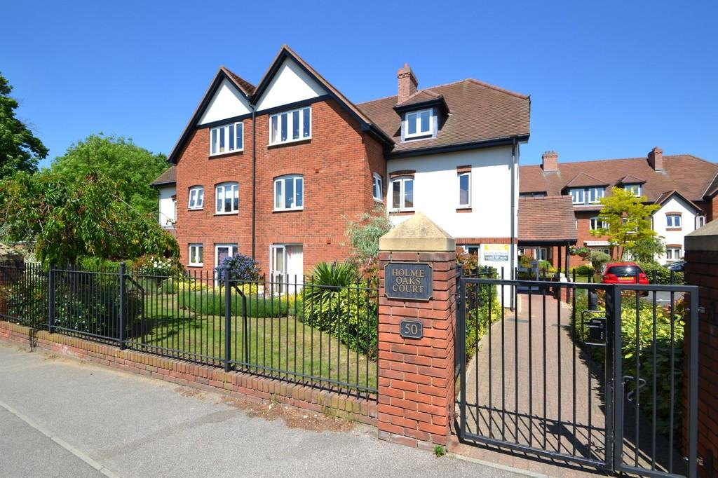 2 Bedrooms Ground Flat for sale in Holme Oaks Court, Cliff Lane, Ipswich, Suffolk, IP3 0PE