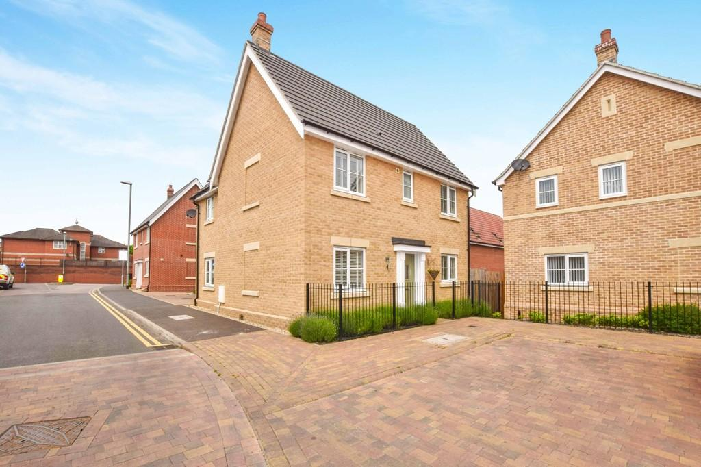 4 Bedrooms Detached House for sale in Saw Mill Road, Colchester